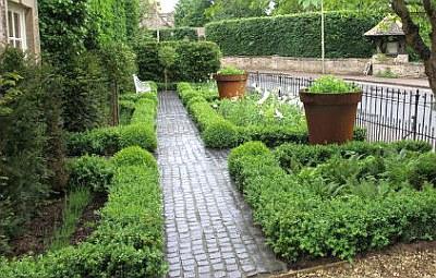 Градина във възрожденски стил...