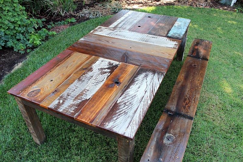 Маса и пейка от регенерирана дръвесина...